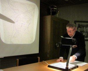 Lauri Skants esittelee Tankavaaran kullankaivukohteita 1930-luvun akupuolella.