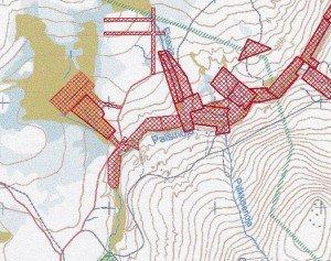 Tässä on valtausten eli kullanhuuhto-alueiden rypäs Palsinojan latvalla Tukesin kartasta. Elsaoja on keskellä kuvaa pohjoisesta laskeva puro. Koko jokilaakso on täynnä työmaita Ivalojoelle saakka.